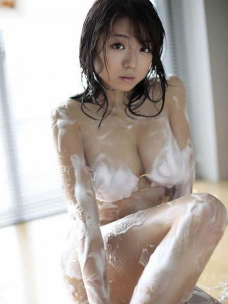 日本丰满性感美女迷人写真