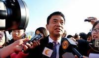 新希望集团董事长刘永好代表接受记者采访
