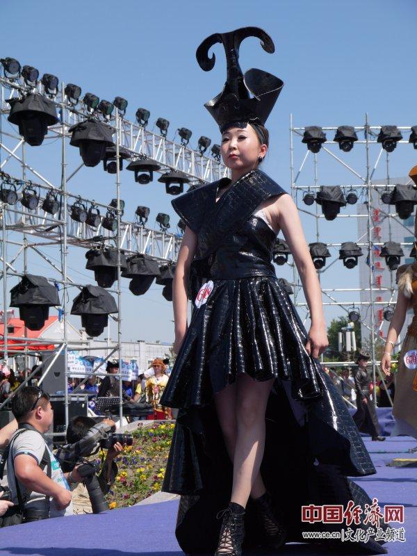第十一届中国蒙古族服装服饰艺术节 展现草原文化