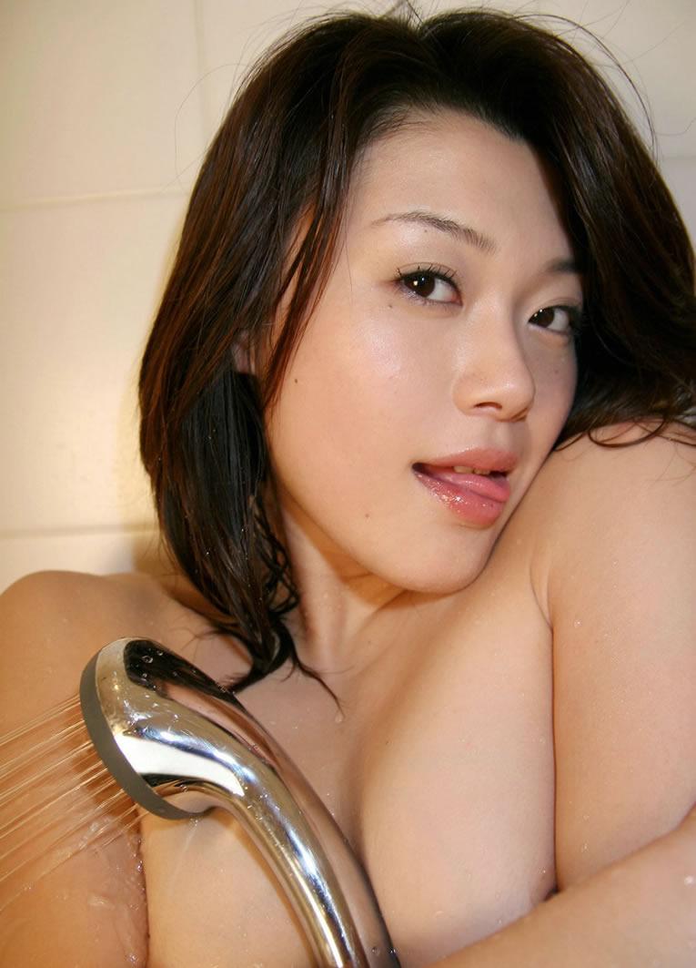 来看90后美女Kyoko Nakajima沐浴