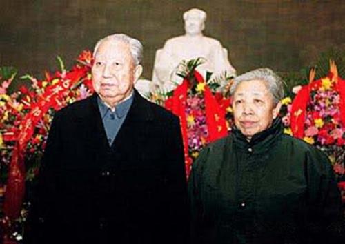 华国锋夫妇。